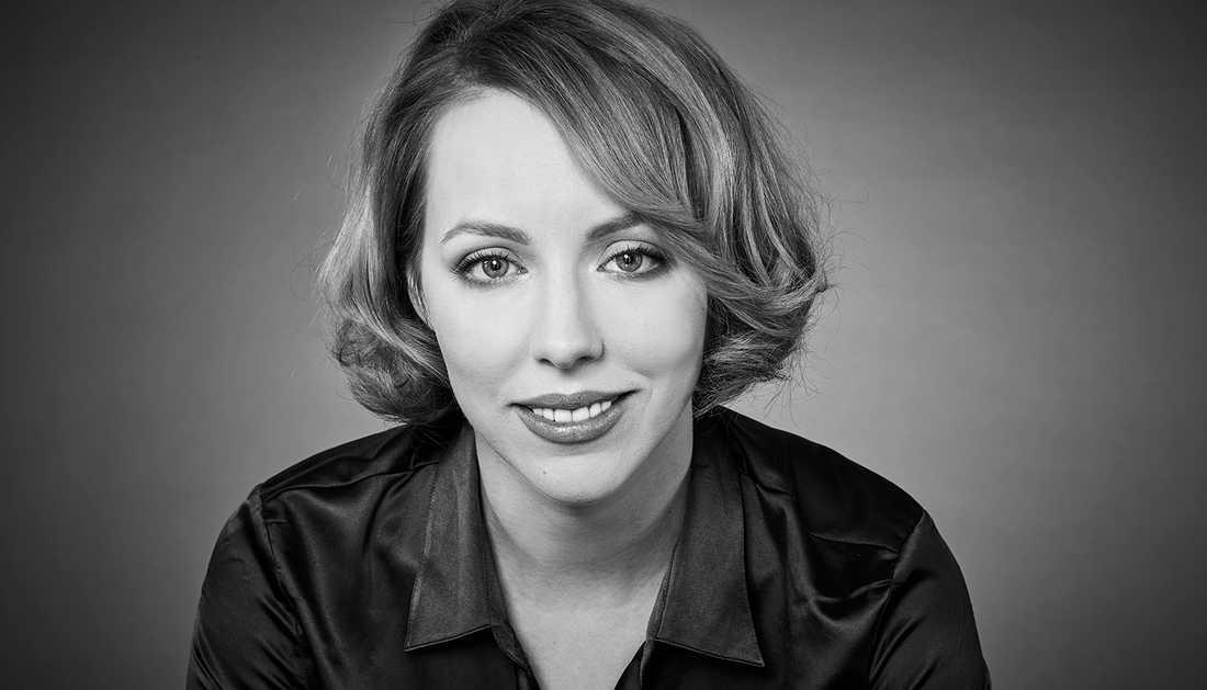 """Författaren Katrine Marcal är aktuell med boken """"Att uppfinna världen"""", som är en av flera böcker som just nu uppmärksammar hur kvinnor och deras idéer har blivit förbisedda genom historien."""
