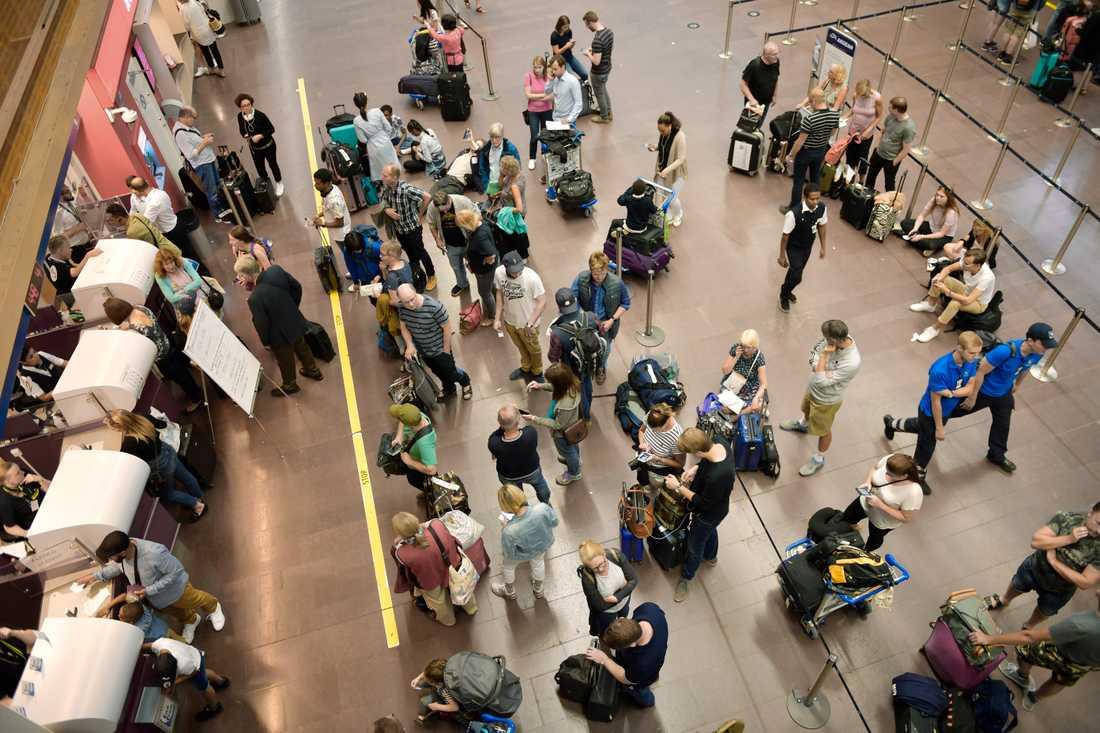 En familj från Turkmenistan har bott på Arlanda flygplats en månad i väntan på utvisning. Arkivbild.