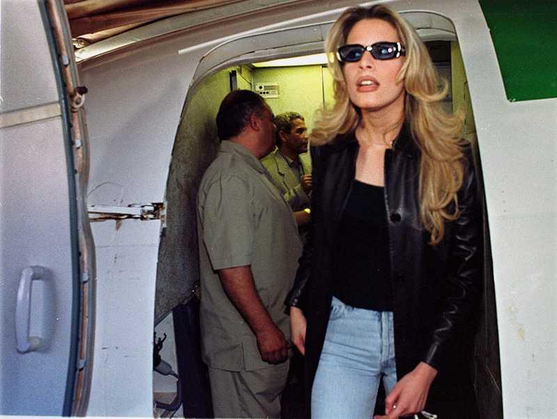 Aisha Gaddafi, Muammars dotter, på flygpaltsen i Bagdad.
