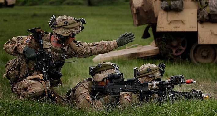 Fel väg – för Sverige Soldater från USA och Georgien övar utanför Tblisi, en månad sedan.