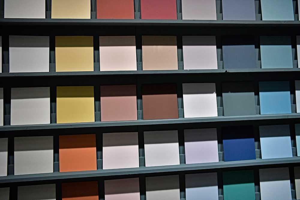 Glöm vitt och grått - nu är det färg som gäller på väggarna.