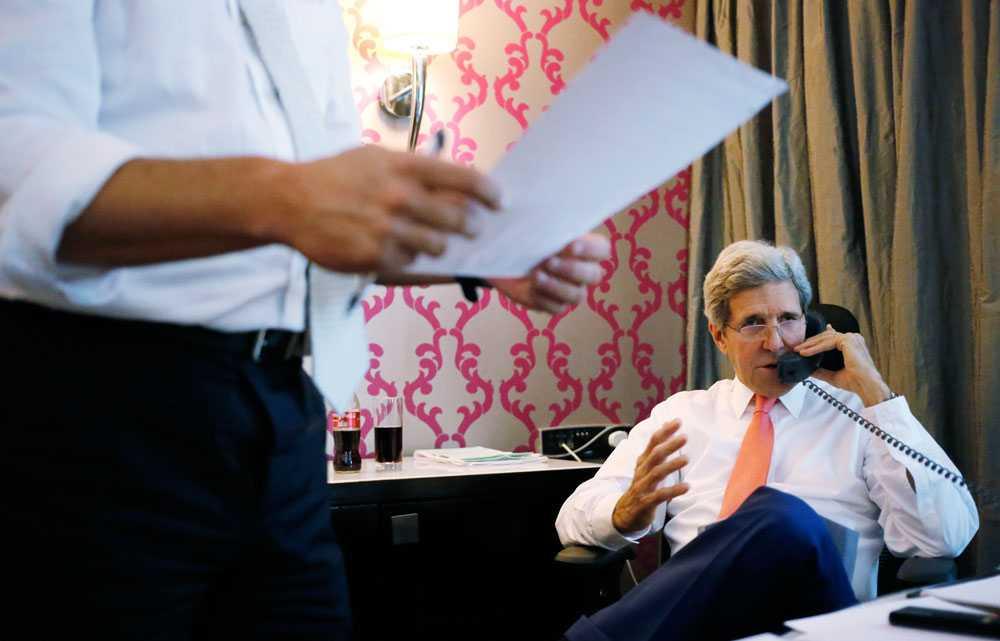 USA:s utrikesminister, John Kerry, fortsätter med försöken att förhandla fram en vapenvila mellan Hamas och Israel. Den 26 juli gick båda sidorna med på ett tillfälligt eldupphör.