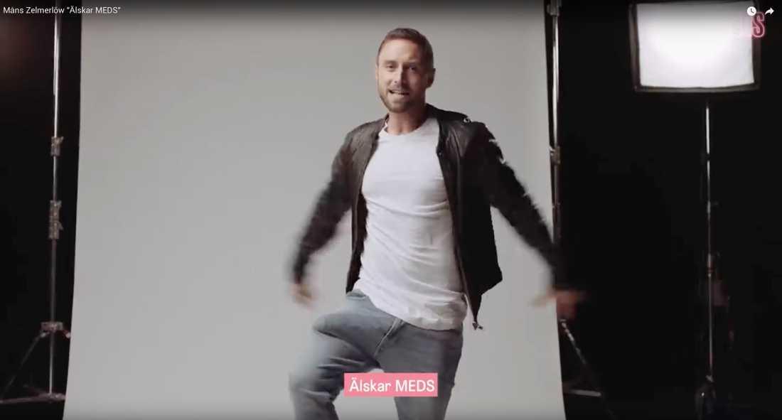 Måns Zelmerlöw med löspenis i kalsongen i reklamfilmen för onlineapoteket Meds