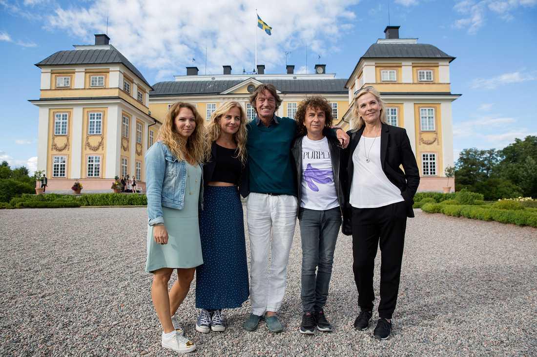 Stjärnorna på slottet 2016: Sofia Ledarp, Lia Boysen, Johannes Brost, Magnus Uggla och Gunnel Fred.