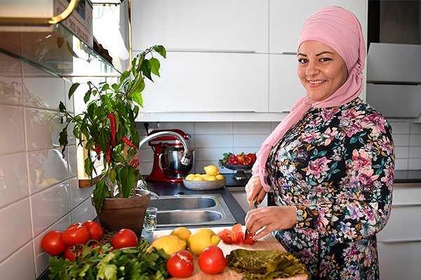 """Zeina Mourtada: """"Det viktigaste klimattipset är att inte kasta mat. Om du planerar dina inköp en gång i veckan kommer du inte hem med onödiga saker som inte går åt""""."""