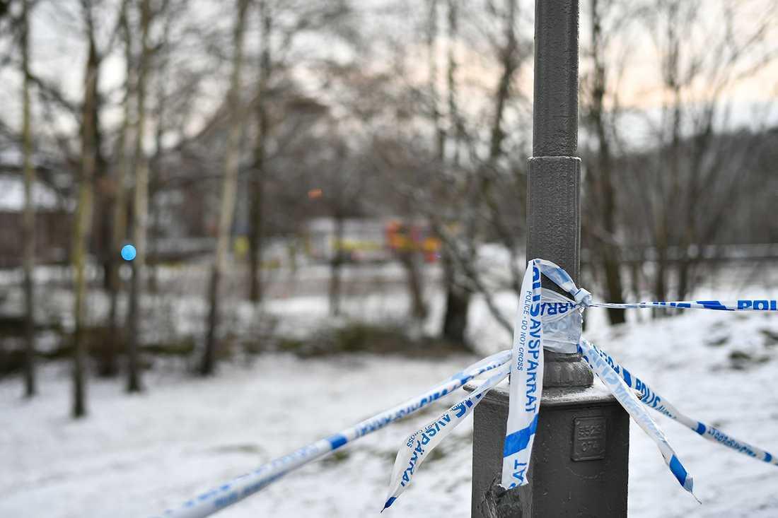 Polisen spärrade av utanför Nationella sekretariatet för genusforskning i Göteborg när ett misstänkt farligt föremål hittades, i december 2018.