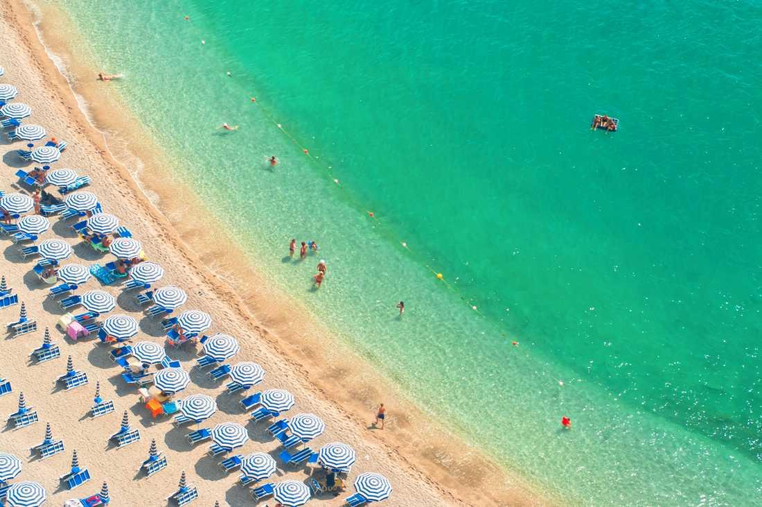 Stökiga turister och fyllefester har fått myndigheterna på cypriotiska Ayia Napa att ta till hårdare tag.