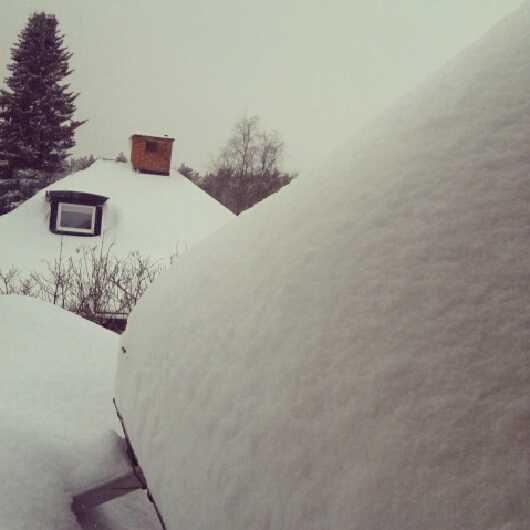 Snötyngda tak i Gävle.