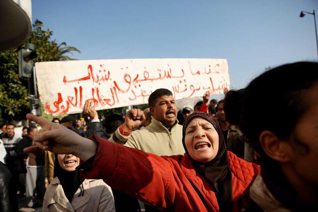 Jasminrevolutionen. Kvartetten prisas för sitt arbete efter Jasminrevolutionen, det folkliga upproret i Tunisien 2010–2011. Här protester i Tunis i januari 2011.