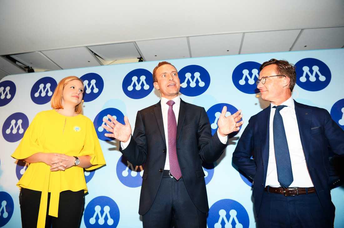 Arba Kokalari, Tomas Tobé och Ulf Kristersson efter att Moderaterna tycks ha befäst sin ställning som näst största parti.