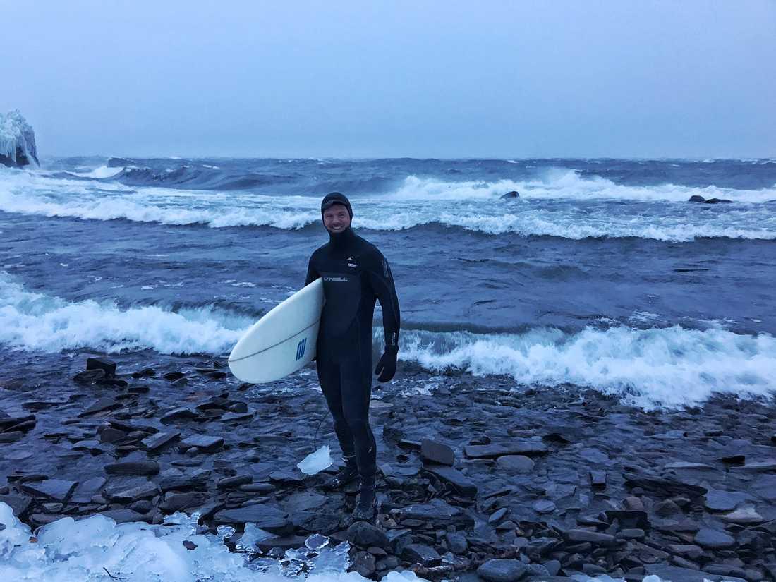 Per gick ut och surfade.