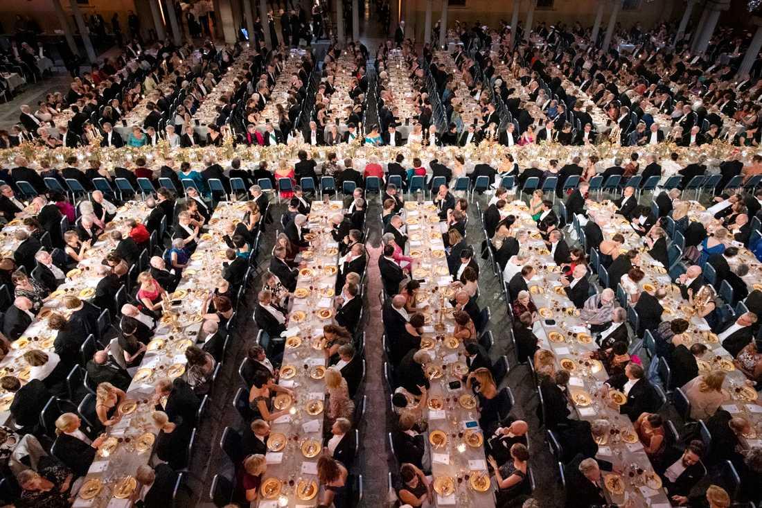 Översiktsbild av Nobelbanketten i Stockholms stadshus.