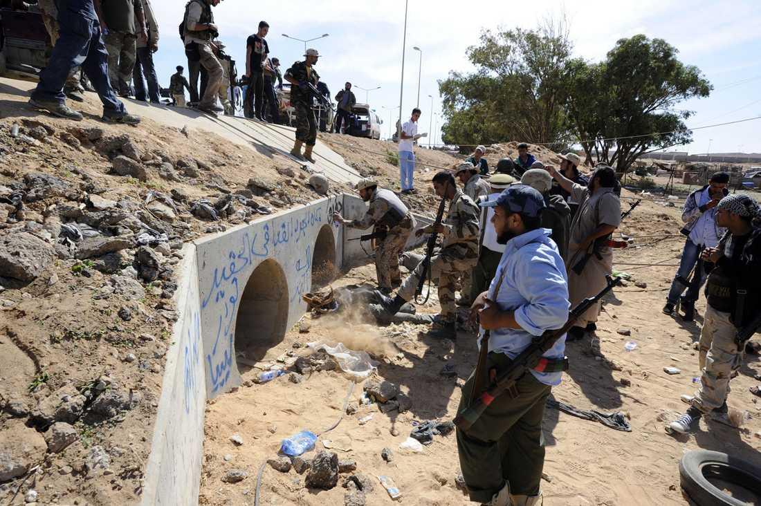 I den här tunneln gömde sig Gaddafi.