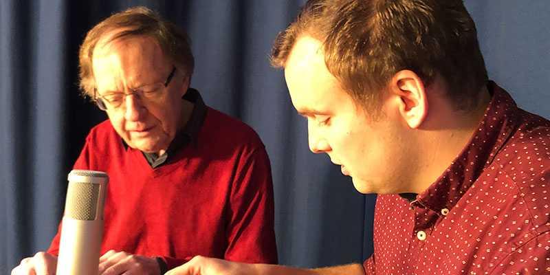 """Sören Englund och """"Fölet"""" spelar in podcasten """"Travtjöt""""."""