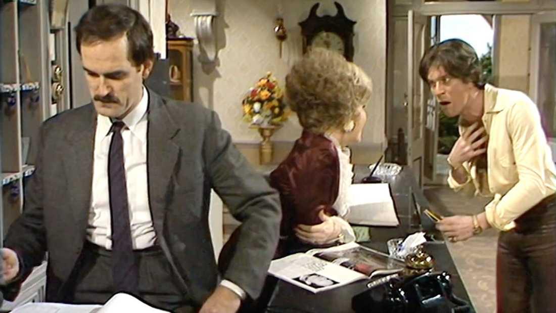 """Nicky Henson (till höger) gästspelar i ett avsnitt av """"Pang i bygget""""."""