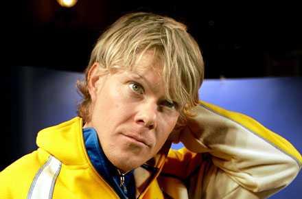 ÅKTE FAST I NORGE Skidstjärnan Mathias Fredriksson dömdes nyligen till 16 dagars fängelse efter att ha kört 146 km/h på en 80-väg. Fredriksson var på väg till träningsanläggningen i Sognefjäll i norra Norge. I en rutinkontroll uppmättes den höga farten och svensken erkände direkt på plats.