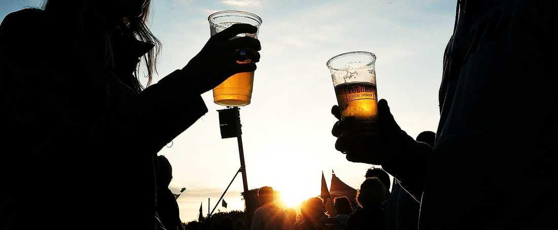 FARLIGT ATT  DRICKA Öl är gott i lagom mängder. Dricker man för mycket – då kan man få cancer, enligt de senaste forskarrönen.