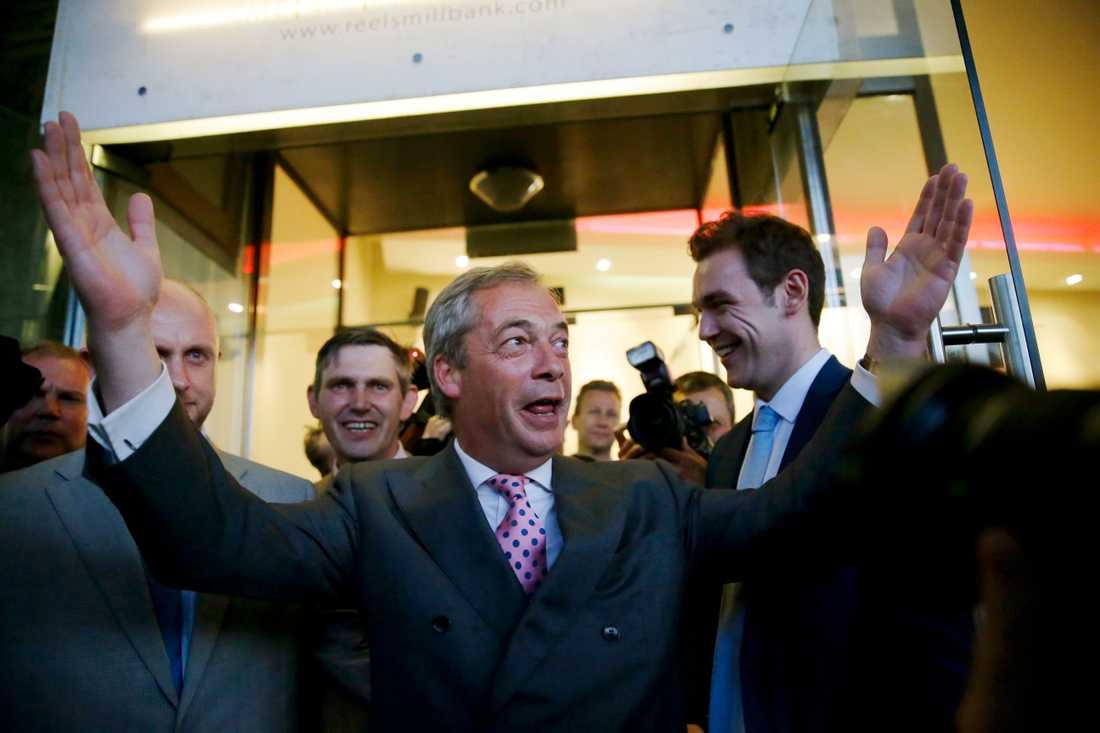 Folkomröstningen spåddes bli jämn men tidigt på midsommarmorgonen slog flera brittiska medier fast att lämna-sidan vunnit.
