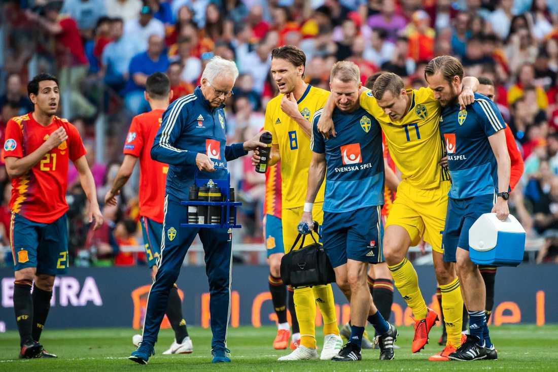 Viktor Claesson lämnade Santiago Bernabéu med en svår knäskada under EM-kvalmatchen mot Spanien.