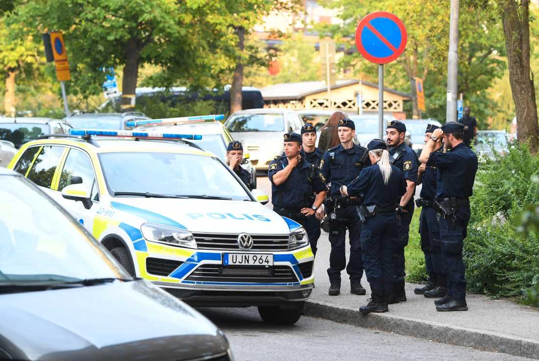 Den 22-åriga mannen som sköts ihjäl i Rinkeby uppges vara en gängledare.