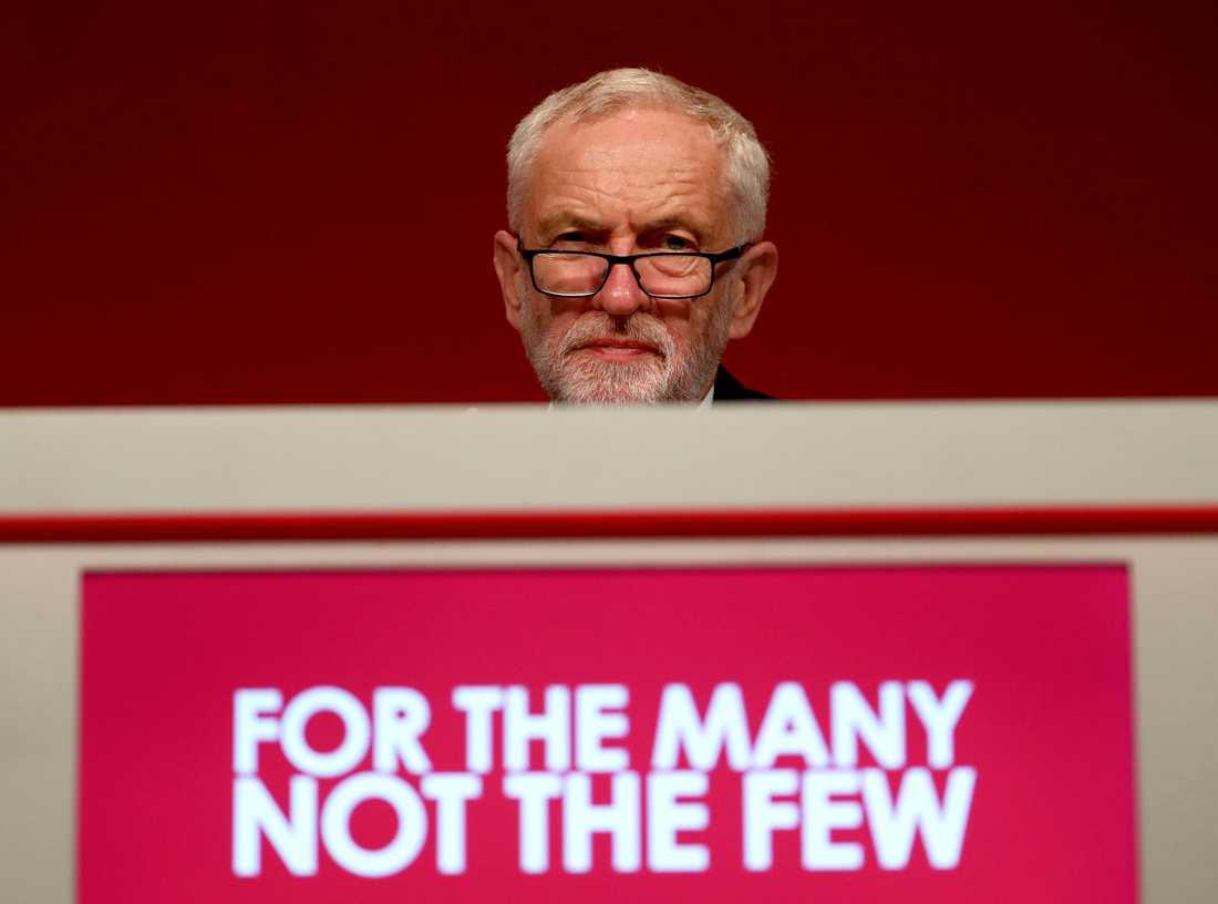 Labours partiledare Jeremy Corbyn utsattes indirekt för ett kuppförsök när partiet möttes på konvent i Brighton.