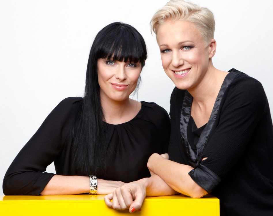 Kajsa Bergqvist tillsammans med flickvännen Kristina.