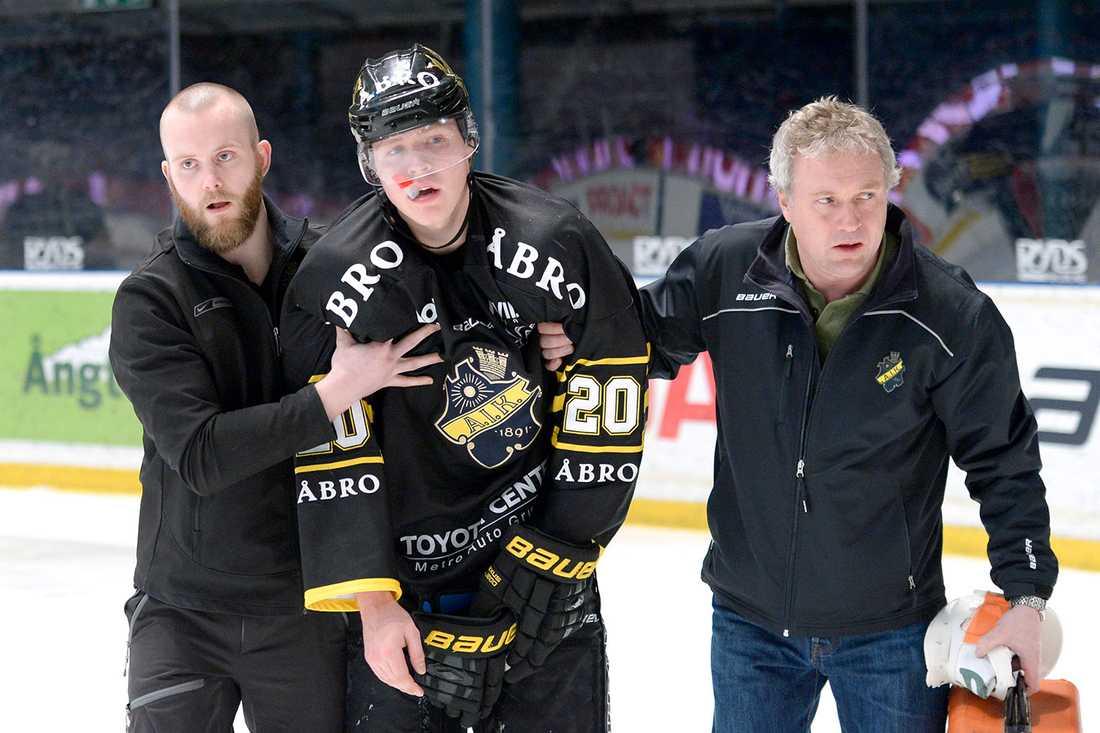 Christopher Bengtsson fick ledas av isen.