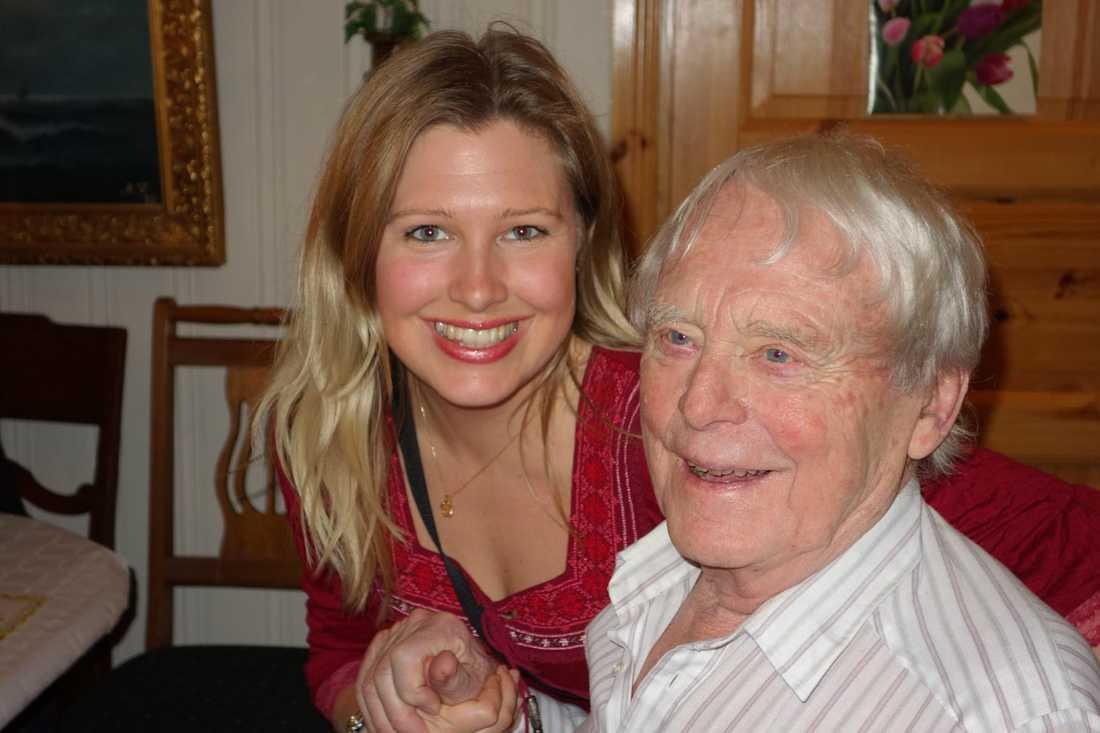 Rune Gullback tillsammans med barnbarnet Melinda Gullback.