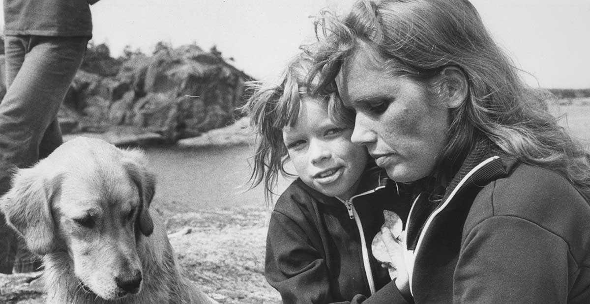 Linn Ullmann som barn, tillsammans med sin mamma Liv.