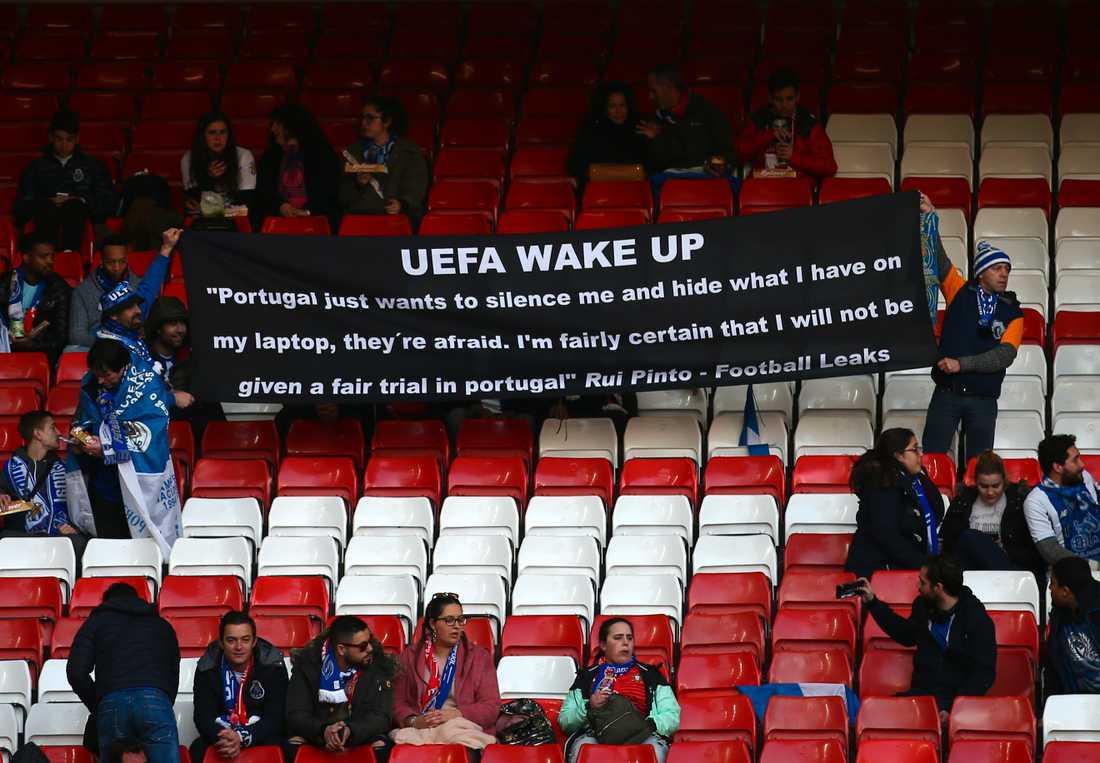 Fotbollsfans med stöd till Rui Pinto efter Football Leaks. Bilden är från Champions League-matchen Liverpool-Porto den 9 april 2019.
