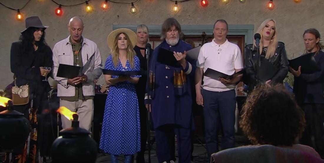 """Artisterna sjunger Uggla för Uggla i """"Så mycket bättre""""."""
