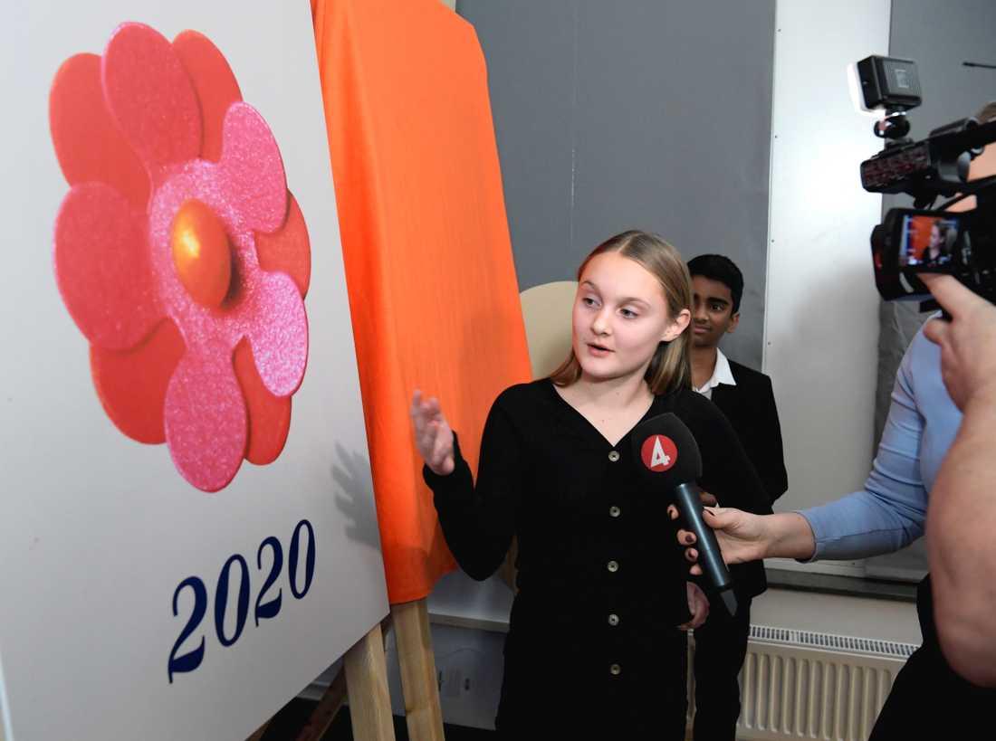 Tolvåriga Elin Eisele har designat årets majblomma.