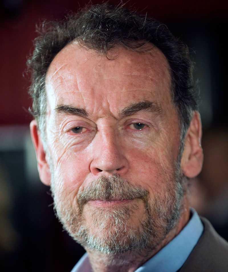 Roger Wallis, professor i multimedia vid Kungliga Tekniska Högskolan, är skeptiskt till skivbranchens rapporter om legal nedladdning.