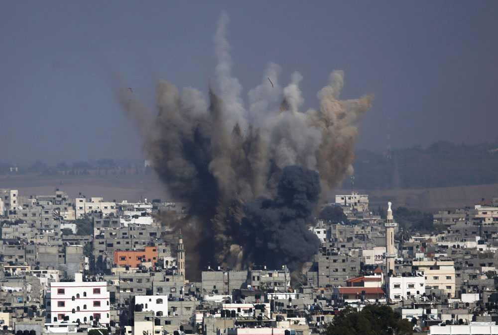 Under tisdagen den 22 juli  fortsätter israeliska raketer att falla över Gaza.