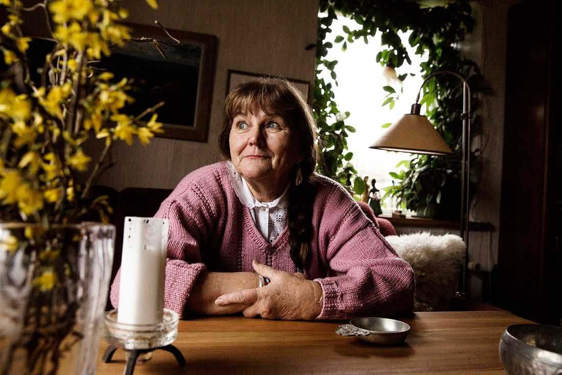 """Margareta Stenström, 72, har arbetat och slitit hela sitt liv. Nu är hon pensionär och lever på 6200 kronor i månaden. """"Det känns i hjärtat"""", säger hon."""