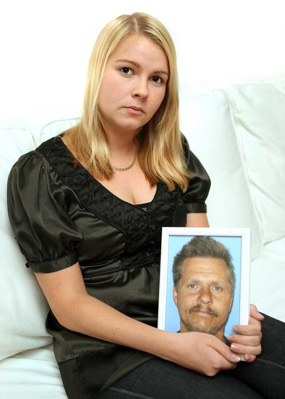 """glad över jobbet Håkan Altin, 47, dog efter att ha träffats av ett fallande träd. """"Han hade gått hemma länge och detta var vägen ur arbetslösheten. Han blev så glad över att äntligen ha någonting att göra"""", säger dottern Johanna Norlin, 24."""