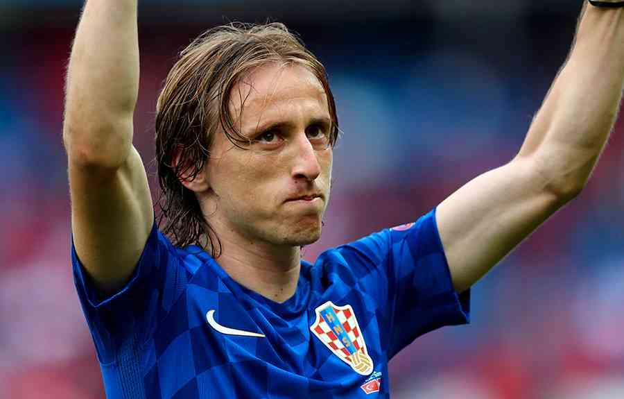 Niva  Modric – bäste mittfältaren i Europa  27f8cd41d0034