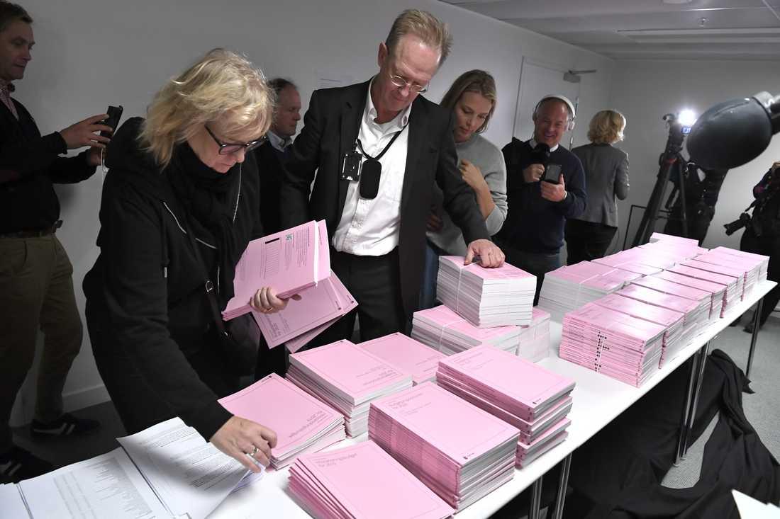 Journalister tar del av budgetpropositionen för 2020 på finansdepartementet i Stockholm.