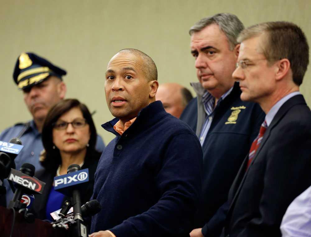 Massachusetts guvenör Deval Patrick håller presskonferens