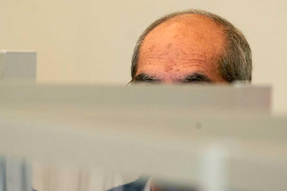 """""""Anwar R"""" åtalas för brott mot mänskligheten i Tyskland, vilket möjliggörs av principen om universell jurisdiktion som ger en utländsk stat rätt att pröva allvarliga internationella brott. Här är en bild från domstolen i Koblenz. Arkivbild."""