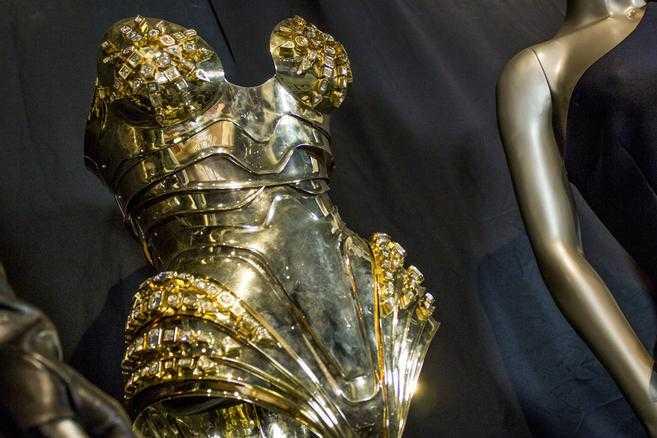 """Body i guld från Thierry Mugler som bars av Beyoncé i musikvideon till """"Sweet Dreams"""" (2009)."""