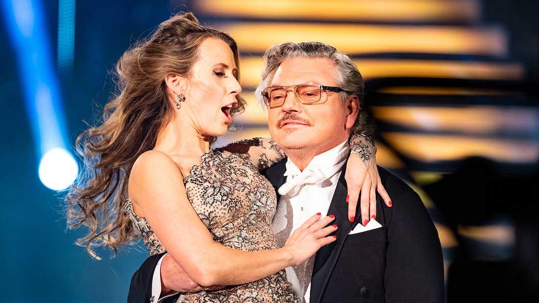 """Dan Ekborg dansar med Cecilia Ehrling i """"Let's dance""""."""