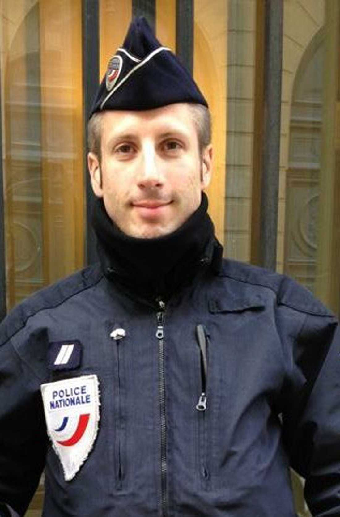 Polisen Xavier Jugelé sköts till döds i Paris.