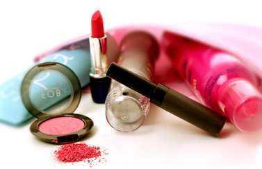 Vanliga skönhetsprodukter kan ge besvär i form av till exempel klåda och eksem. (Produkterna på bilden har inget med artikeln att göra).