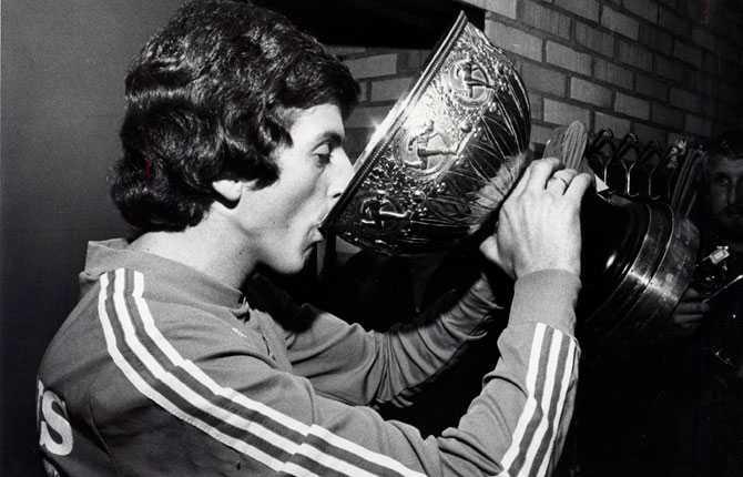 Samma år fick han kyssa SM-bucklan efter SM-guldet med Halmstad.