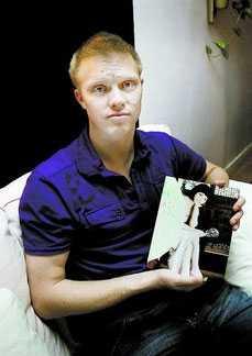 Mats Alm, 34, har sökt efter sin försvunna sambo i flera veckor.
