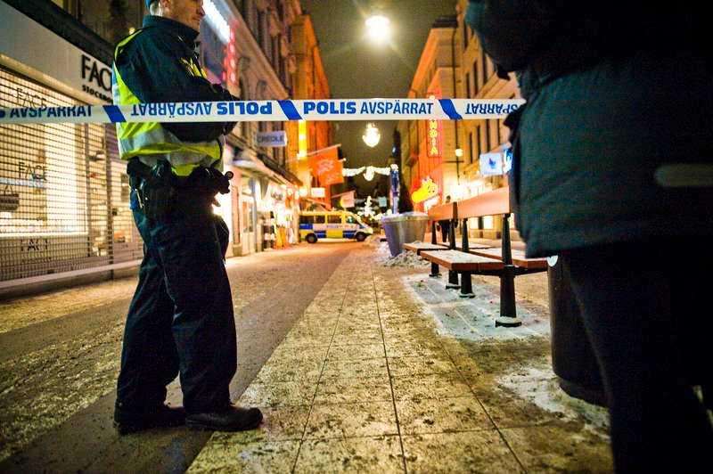 Självmordsbombaren som slog till mitt i julruschen 2010 i centrala Stockholm är ett terroristattentat som Sverige har råkat ut för. I dag har svensk säkerhetspolis dubbelt så stora resurser som vid slutet av Kalla kriget och uppskattningsvis hälften av dem ägnas åt terrorfaran.