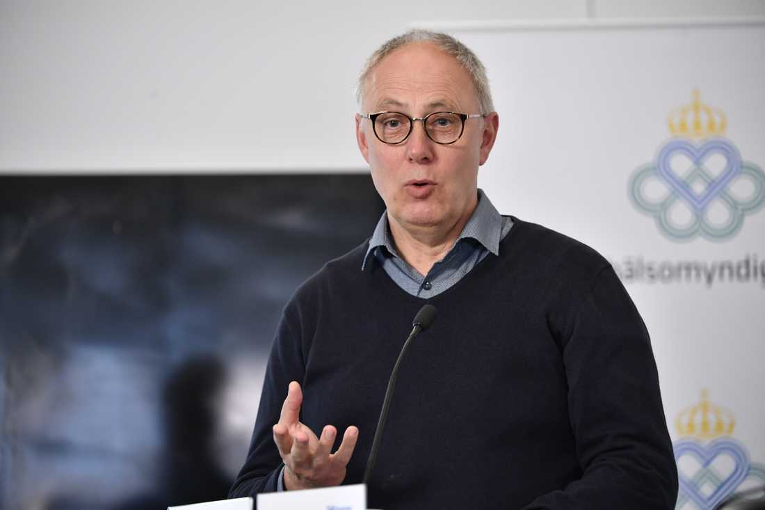 Thomas Lindén, avdelningschef vid Socialstyrelsen, berättar att Socialstyrelsen tillsammans med Statens beredning för medicinsk utvärdering (SBU) fått ett regeringsuppdrag att kartlägga de långtidssjuka med covid-19-symtom.