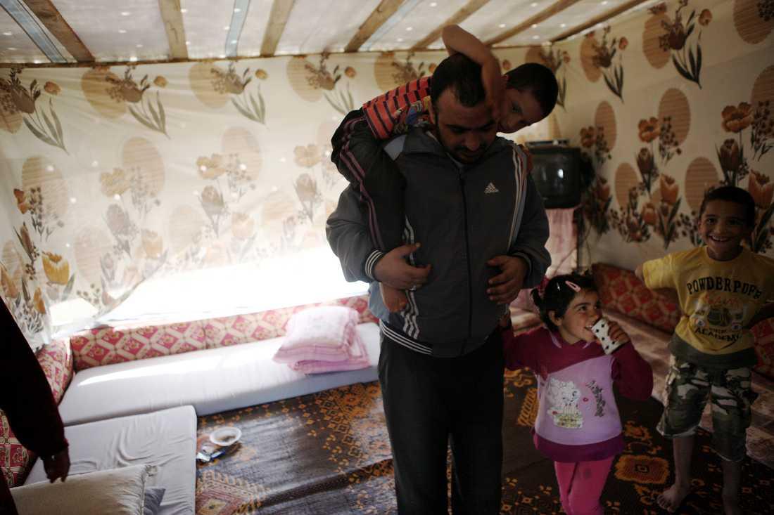 42-årige Abman lever i tältläger.