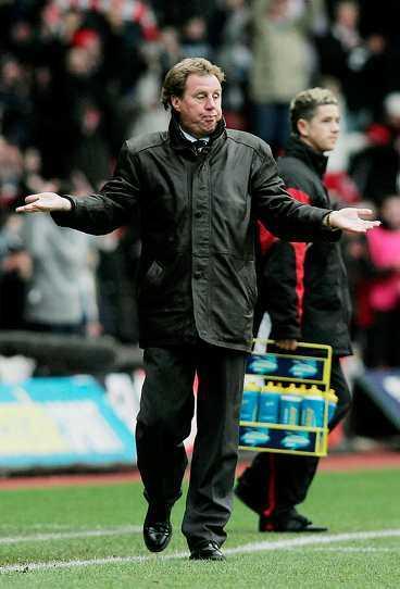 Från hjälte till Judas Harry Redknapp var dyrkad av Portsmouths fans. Sen avgick han och lovade att aldrig göra det förbjudna: ta över Southampton. Kort senare kom nyheten ut   Redknapp tar över Saints